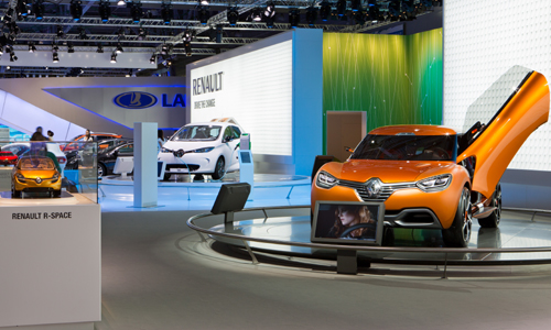 Zoe (white, in background) on Renault Stand at Moscow Motor Show (Photo: Renault)