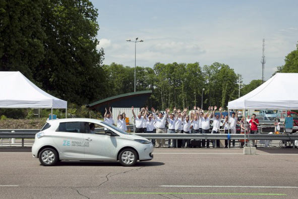 Zoe in World Distance Record Attempt (Photo: Renault)