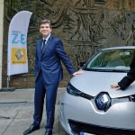 Renault presents the keys of the first ZOE to Arnaud Montebourg