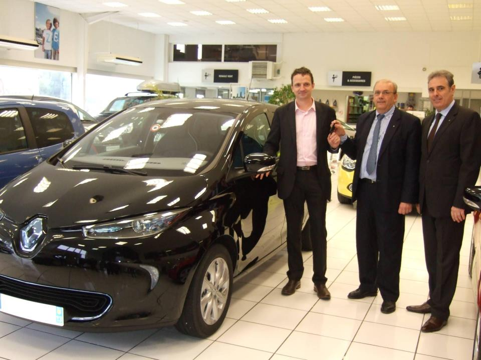 French Member of Parliament got the keys of his ZOE (Image: Renault)