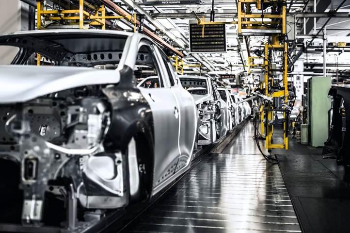 Flins Production Line (Image: Renault)