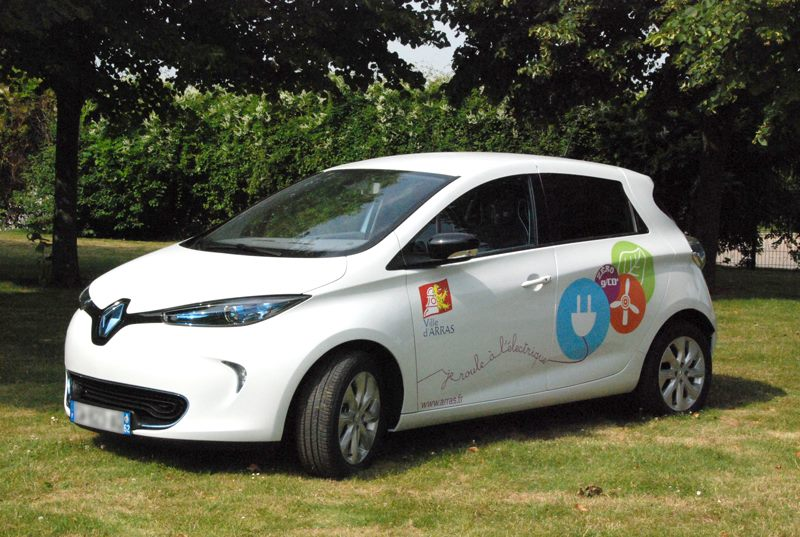 The French City of Arras boosts its electric fleet with 5 new Renault ZOEs (Image: Renault-Nissan)