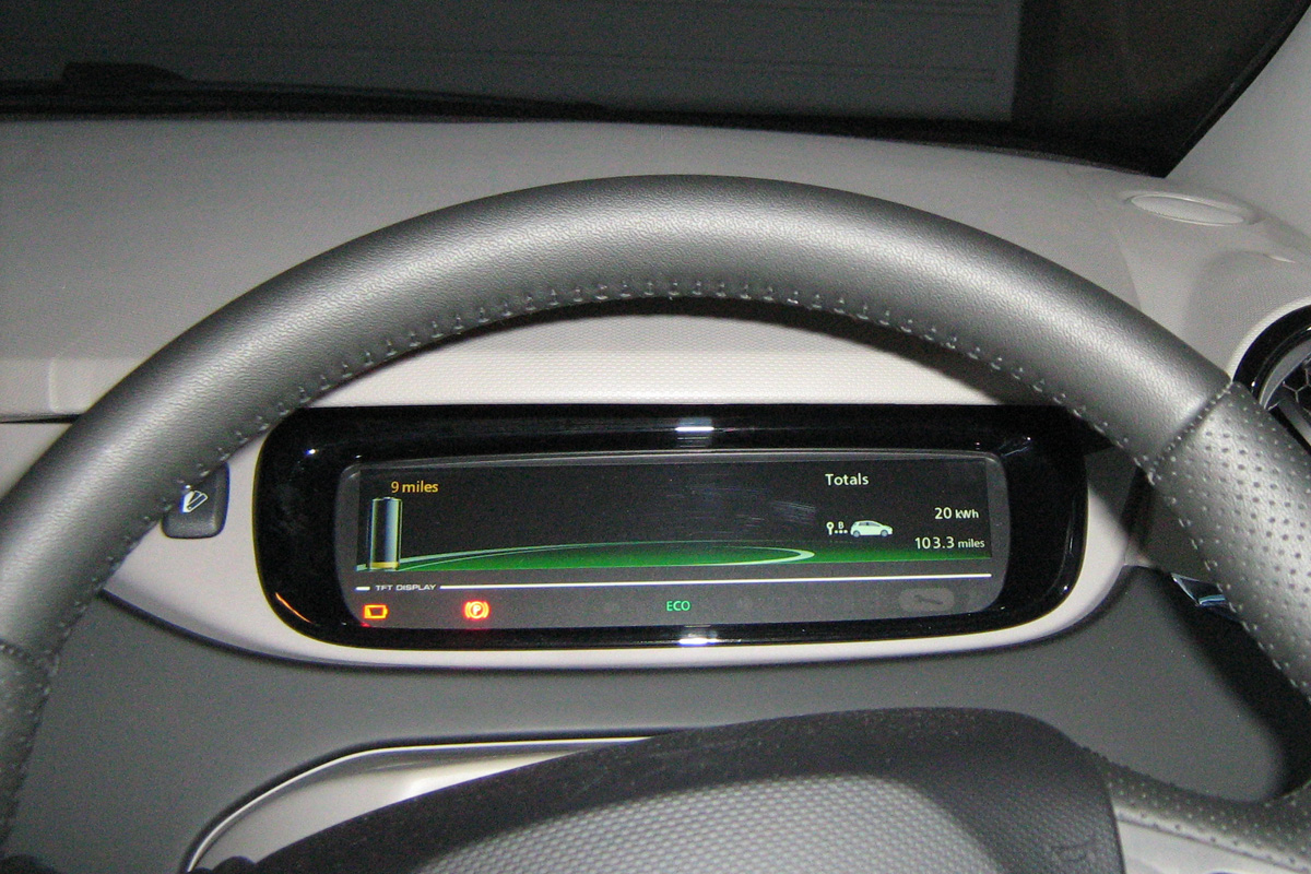 Low Battery Warning at 20kWh: Amber icon, text and battery (Image: T. Larkum)