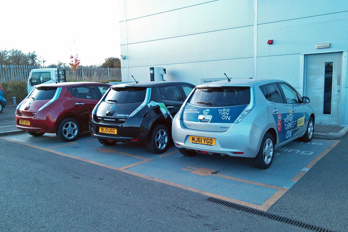 LEAFs charging at Nissan Kidlington (Image: T. Larkum)