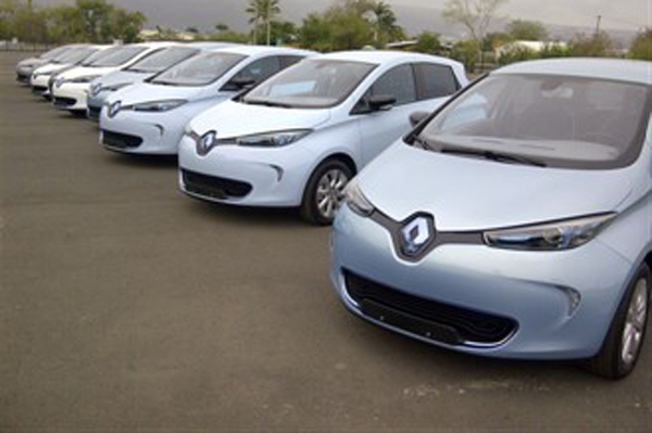 "Turning the ""sunlight"" on ZOE, Twizy and Kangoo Z.E. in Reunion (Image: Renault)"
