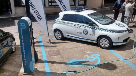 The police go electric with ZOE in Haro, Spain: the only sound you can hear is the siren! (Image: LaRioja via Renault/Twitter)