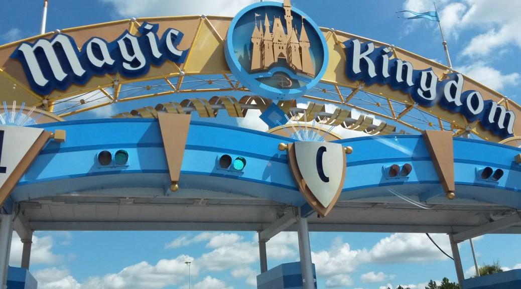 20160726-111102_MagicKingdom_Entrance_LLarkum_cs